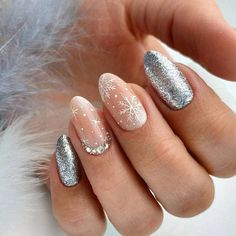 - Nageldesign - Easy Valentine's Day Nail Art Ideas Designs 2019 40 cute winter nails designs to inspire your winter mood page 28 Christmas Nail Art Designs, Winter Nail Designs, Winter Nail Art, Winter Nails, Christmas Ideas, Christmas Design, Chrismas Nail Art, Green Christmas, Spring Nails