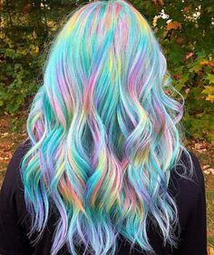 Hottest Hair Color To Try In 2019 – ombre green wavy curl haistyle with layers, Unique hair color ideas , Hair color for summer, Unique wavy hairstyle with layers for medium length hair color hair, – Farbige Haare Cute Hair Colors, Pretty Hair Color, Beautiful Hair Color, Hair Dye Colors, Unicorn Hair Color, Unicorn Makeup, Multicolored Hair, Pastel Rainbow Hair, Colorful Hair