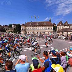 """source instagram tdwsport """"Dole"""" city #start #stage8 @letourdefrance @letour2017 #tdf #Dole #city #peloton #landscape #public #fans #cycling tdwsport 2017/07/09 08:19:05"""