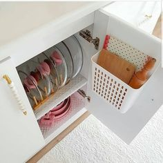 Trendy Pots And Pans Storage Diy Apartments Cabinets 27 Ideas Kitchen Organization Pantry, Home Organisation, Office Storage, Kitchen Storage, Organized Kitchen, Small Space Interior Design, Interior Design Kitchen, Home Decor Kitchen, Diy Home Decor