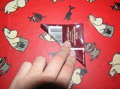 Nipsutin hirsitalossa: Pannunalunen kaffepusseista Playing Cards, Diy, Plastic Bottle Crafts, Do It Yourself, Bricolage, Handyman Projects, Cards, Diys, Crafting