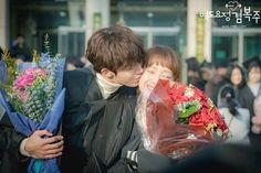 COUPLE GOALS. To be able to graduate together #역도요정김복주 #남주혁 #이성경  #weightliftingfairykimbokjoo #kimbokjoo #jungjoonhyung #namjoohyuk #leesungkyung
