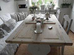 een prachtige tafel van een oude deur Old Door Tables, Door Dining Table, Wood Table, Diy Table, Dining Room, Recycled Furniture, Wooden Pallet Furniture, Recycled Door, Dressers