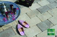 Excluton Abbeystones ivory met een afmeting van 30x20x6cm zijn veruit de populairste trommelstenen van dit moment. Zo kunnen Abbeystones ivory gebruikt worden voor het maken van een looppad, oprit of voor het aanleggen van een volledig terras. Excluton Abbeystones ivory hebben doordat ze getrommeld zijn een robuuste en authentieke uitstraling. Pool Slides, Birkenstock, Shoes, Zapatos, Shoes Outlet, Shoe, Footwear