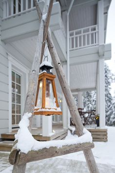 Enjoy Your Spring With Diy Outdoor Lanterns Enjoy Your Spring With Diy Outdoor Lanterns Enjoy Your Spring With Diy Outdoor LanternsWhen choosing outdoor lighting for your home, c Solar Patio Lights, Log Home Living, Living Room, Log Home Decorating, Country Style Homes, Winter Garden, Log Homes, Cozy House, Outdoor Gardens