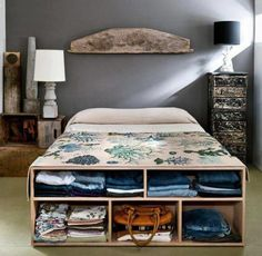 20 Small Space Storage Ideas - remodelingguy.net http://www.digsdigs.com/44-smart-bedroom-storage-ideas/