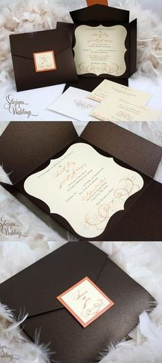 En papel metalizado y hechas a mano, con cinta satinada, en color caramelo y un sobre tipo bolsillo.