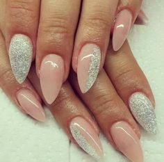 gel nails pointy design unique subtle pink color combined with glitter and make beautiful manicure S Pastel Pink Nails, Bright Nails, Minimalist Nails, Matte Nail Polish, Acrylic Nails, Nails 2015, Sharp Nails, Pointed Nails, Nagel Gel
