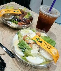 Quick bite. Malaysia December 2017. #familytime Caesar Salad, Fresh Rolls, Brewing, December, Eat, Ethnic Recipes, Food, Essen, Meals