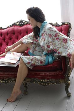 A fantastically easy to wear, cotton wrap kimono robe, bath robe in our sell out in our Blue Beautiful rose print. £51.95