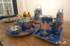 Las Tres Sillas en el 15º intercambio De Armario a Armario en Valencia Valencia, Tableware, Kitchen, Clothing Swap, Vintage Furniture, Chairs, Cuisine, Dinnerware, Dishes