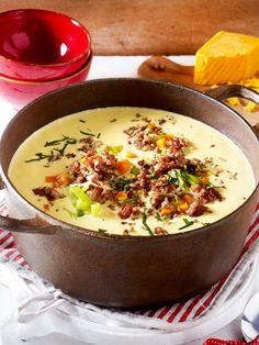 Diese Suppe kommt einfach überall gut an: Ob Umzug, Party, Besuch - alle lieben diese Suppe mit Hack und cremigem Käse.