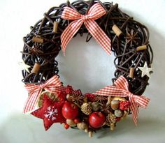 Desať receptov na nepečené vianočné zákusky | Tortyodmamy.sk Christmas Wreaths, Holiday Decor, Home Decor, Author, Crowns, Christmas Garlands, Home Interior Design, Decoration Home, Home Decoration