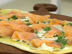 Receta: Dolli Irigoyen /Pizza de salmóon ahumado y láaminas de batata