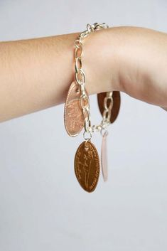 Fun DIY Jewelry Ideas | Cool Homemade Jewelry Tutorials for Adults and Teens | Awesome Bracelets, Necklaces, Earrings and Accessories You Can Make At Home | Pressed Penny Bracelet | http://diyprojectsforteens.com/fun-diy-jewelry-ideas-for-teens
