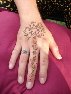 Henna Pagan Pride/ I want to do this in copper wire. as a pendant Heidnisches Tattoo, Pagan Tattoo, Wiccan Tattoos, Witch Tattoo, Henna Mehndi, Henna Art, Henna Tattoo Designs, Tattoo Ideas, Book Of Shadows