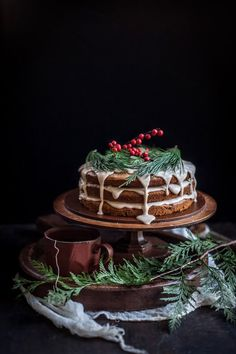 A Christmas Cake | Date & Honey Cake With A Cinnamon Orange Glaze - idéia para pão de mel