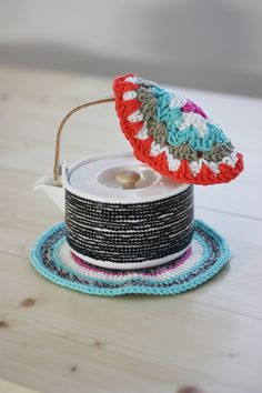 Pretty crochet pot holder pic, handmade and taken by Taru from Sort of Pink  I just love that girl's aesthetic!  And her blog is awesome!  :)
