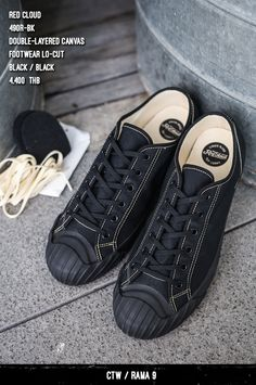 Casual Sneakers, All Black Sneakers, Casual Shoes, Mens Fashion Shoes, Sneakers Fashion, Dress Suits For Men, White Canvas Shoes, Kicks Shoes, Plimsolls