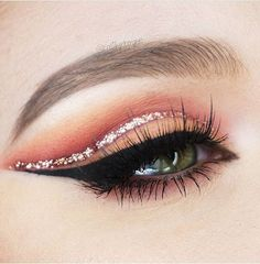 Rose Gold Glitter to line the cut crease ⭐️ We can't wait to try this next time we make up.  @Katilyn Boyer used our Single shadows spice (lid color)  flame, brick, redhead, tipsy and mocha. So affordable + amazing quality so you can collect them all www.morphebrushes... #TeamMorphe