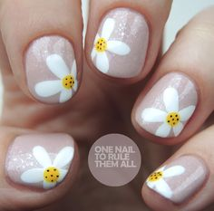 Hey everyone! I know it's not quite spring yet but the mornings and evenings are getting brighter and that's enough of an excuse for me to whack out some spring flower nails. Who am I kidding? I don't