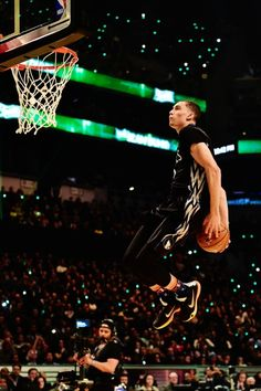 I witnessed this dunk last year when I was at all star weekend Xavier Basketball, Basketball Art, Basketball Pictures, Basketball Sneakers, College Basketball, Basketball Players, Zach Lavine, Slam Dunk, Michael Jordan