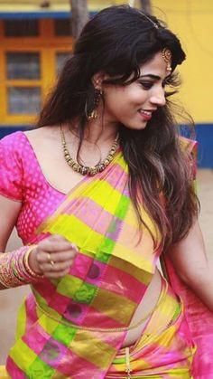 Saree Wearing Styles, Saree Styles, Bengali Saree, Beautiful Housewife, Saree Poses, Cute Photography, Bollywood Actress Hot, Beautiful Women Pictures, Indian Beauty Saree