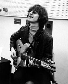 Roger McGuinn of The Byrds and his Rickenbacker. (sigh) Looking at his old pictures still does it for me...:))