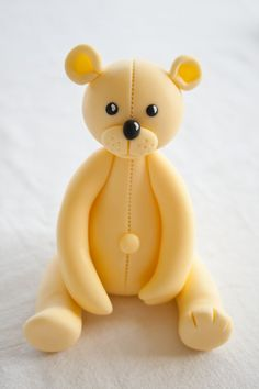 Teddy bear cake topper from fondant. But thinking it could also be made with modeling clay, too. Fondant Toppers, Fondant Cakes, Marzipan, Cake Decorating Tutorials, Cookie Decorating, Teddy Bear Cakes, Teddy Bears, Foundant, Fondant Animals