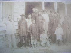Chinese contractarbeiders op plantage Rust en Werk in Suriname. 1885 - 1887