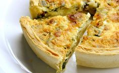 Cheesy Spinach and Bacon Quiche. This easy cheesy spinach quiche can be made ahead of time and reheated for later and is a crowd pleaser. A cheesy spinach and bacon quiche is a great way to share a great meal with good friends. Bisquick Recipes, Quiche Recipes, Crab Recipes, Easy Recipes, Leek Recipes, Salmon Recipes, Healthy Recipes, Best Breakfast, Breakfast Recipes