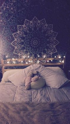 bohemian bedroom with christmas lights and tapestry . bohemian bedroom with christmas lights and tapestry … Not merel… Trendy Bedroom, Cozy Bedroom, Modern Bedroom, Bedroom Rustic, Light Bedroom, Bedroom Yellow, Bedroom Romantic, Contemporary Bedroom, Bohemian Bedroom Decor