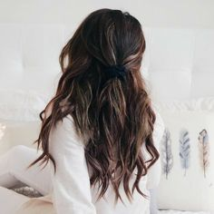 49 Chocolate brown hair color ideas for brunette My Hairstyle, Messy Hairstyles, Pretty Hairstyles, Feathered Hairstyles, Chocolate Brown Hair Color, Brown Hair Colors, Jessica Day, Non Blondes, Burgundy Hair