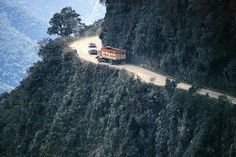 Bolivia's 'Highway of Death', dubbed the world's most dangerous road.... OMG! SCARY!