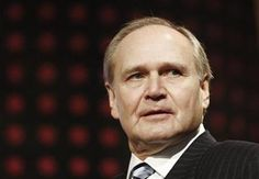 Robert Nardelli, the former head of Chrysler and Home Depot, has stepped down from his operating roles at Cerberus Capital Management LP, the private equity firm said this week.