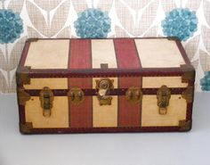 VAMP FURNITURE: vampfurniture.blogspot.com  And another old suitcase