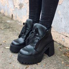 """5,209 Me gusta, 26 comentarios - KIWANO® (@kiwanoinsta) en Instagram: """"💘 new #kwnshoes > BORCEGOS RUSSEL $1899. (📍Sucursales + ✈️ link envios en la BIO ) Bajate nuestra…"""""""