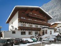 Hotel Ad Laca in Ischgl günstig buchen - www.winterreisen.de Das persönlich geführte 3-Sterne-Hotel Ad Laca liegt unmittelbar im Zentrum von See, nur ca. 50 m von der Bergbahn entfernt. Bei ausreichender Schneelage ist auch die Abfahrt bis zum Haus möglich. Eine Skibushaltestelle erreichen Sie nach nur ca. 20 m.