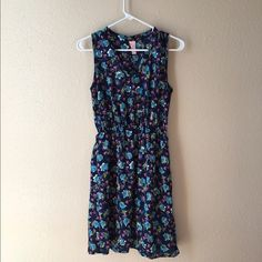 Floral spring dress Lovely spring floral v-neck dress  cinched stretchy waist for a tight fit. Sleeveless size S. Great condition! Prevett Dresses Midi