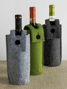 Creative and Practical Ideas: Felt Case for Bottles . - Creative Ideas and Practices: Felt Bottle Case win - Felt Crafts, Diy And Crafts, Felt Case, Wine Bottle Covers, Creative Gift Wrapping, Bottle Bag, Wine Bottle Crafts, Wine Gifts, Sewing Projects