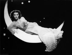 Austrian-born actor Hedy Lamarr reclining on a crescent moon in front of a starry night-time backdrop, in a promotional portrait from director Alexander Hall's film, 'The Heavenly Body.' Get premium, high resolution news photos at Getty Images Old Hollywood Glamour, Vintage Glamour, Vintage Hollywood, Vintage Beauty, Classic Hollywood, In Hollywood, Hollywood Fashion, Hollywood Actresses, Most Beautiful Women