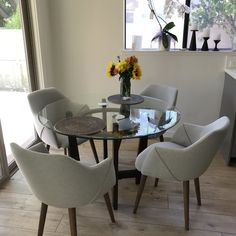 Dining room – Home Decor Designs Dining Table Chairs, Upholstered Dining Chairs, Dining Room Furniture, Glass Kitchen Tables, Glass Round Dining Table, Dining Room Design, Living Room Decor, Decoration, Home Decor