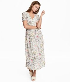 Natural white/floral. Calf-length dress in a woven, crinkled viscose fabric with a printed pattern. V-neck, pleats at shoulders, and short puff sleeves with
