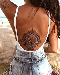 40 Cool And Amazing Back Tattoo Designs You Want To Show Off In Summer - Page 5 of 40 - Chic HostessCool And Amazing Back Tattoo Designs You Want To Show Off In Summer; Back Tattoos; Tattoos On The Back; Back tattoos of a woman; Girl Back Tattoos, Back Tattoo Women, Lower Back Tattoos, Female Back Tattoos, Tattoos Mandalas, Dotwork Tattoo Mandala, Mandala Tattoo Back, Henna Tattoo Back, Hand Tattoo