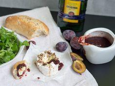 Grilovaný hermelín s vlašskými orechmi & domácim čatní s Becherovkou
