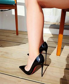 Black patent pumps, toe cleavage, and great calves