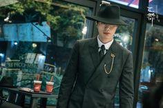 """Ngoài """"mối tình"""" 5 năm với Gong Yoo, biên kịch Goblin còn """"gọi hồn"""" cả Song Joong Ki! - Ảnh 4."""