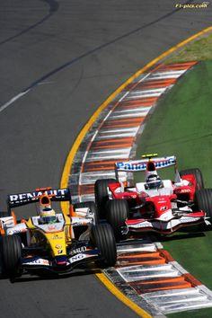 2007 Australian Grand Prix - Sunday Race Albert Park, Melbourne, Australia. 15th March 2007. Giancarlo Fisichella, Renault R27 battles with Jarno Trulli, Toyota TF107. Photo: Lorenzo Bellanca/LAT Photographic.