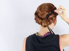 If you're planning a Renaissance or Medieval wedding and want some era-appropriate hair to go with it, check out this tutorial for Italian Renaissance hair taping. It involves weaving fabric around braids or twists and tying it at the back. Renaissance Hairstyles, Renaissance Costume, Renaissance Fashion, Italian Renaissance, Vintage Hairstyles, Down Hairstyles, Wedding Hairstyles, Hair To Go, Italian Hair