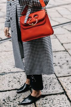 Bag | Red | Statement | Gingham print | Loafers | Streetstyle | More on Fashionchick.nl